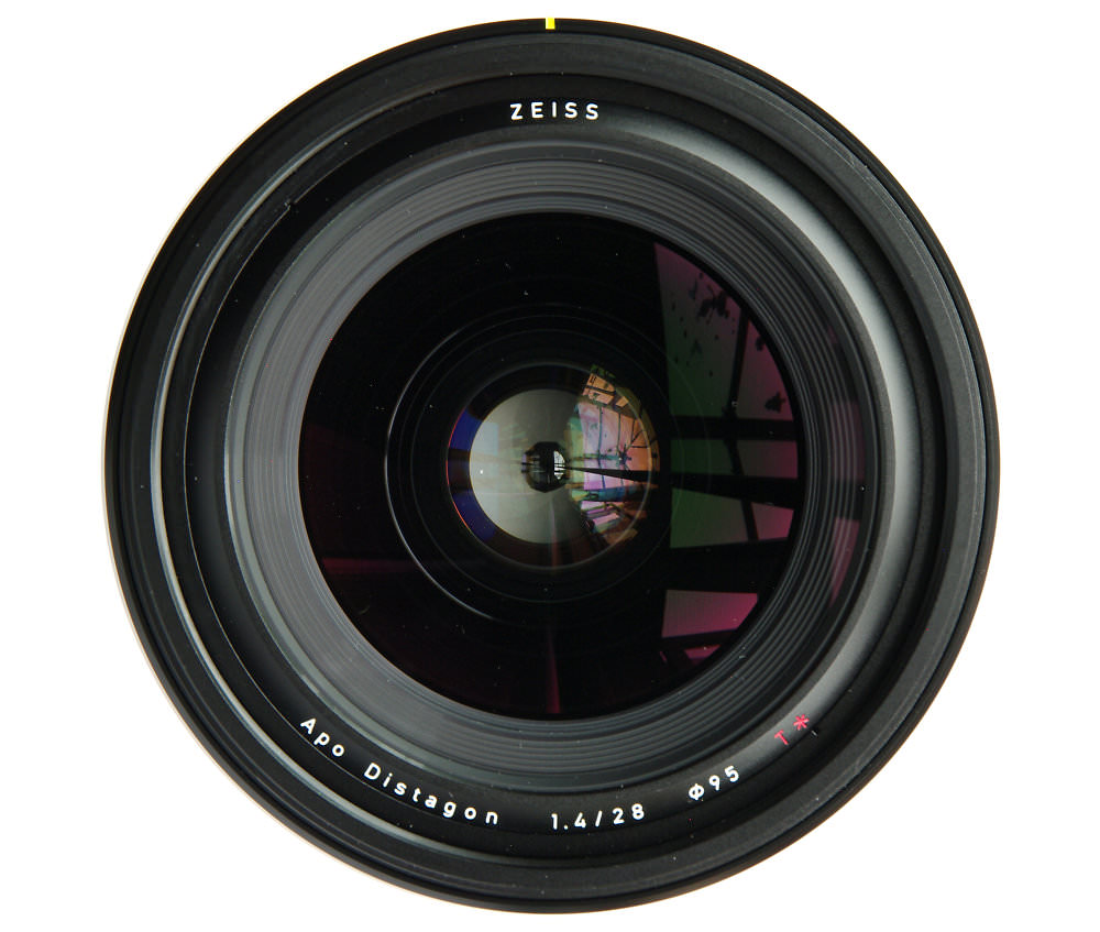 Zeiss Otus 28mm F1,4 Front Element View