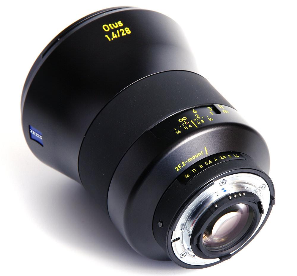 Zeiss Otus 28mm F1,4 Rear Oblique View