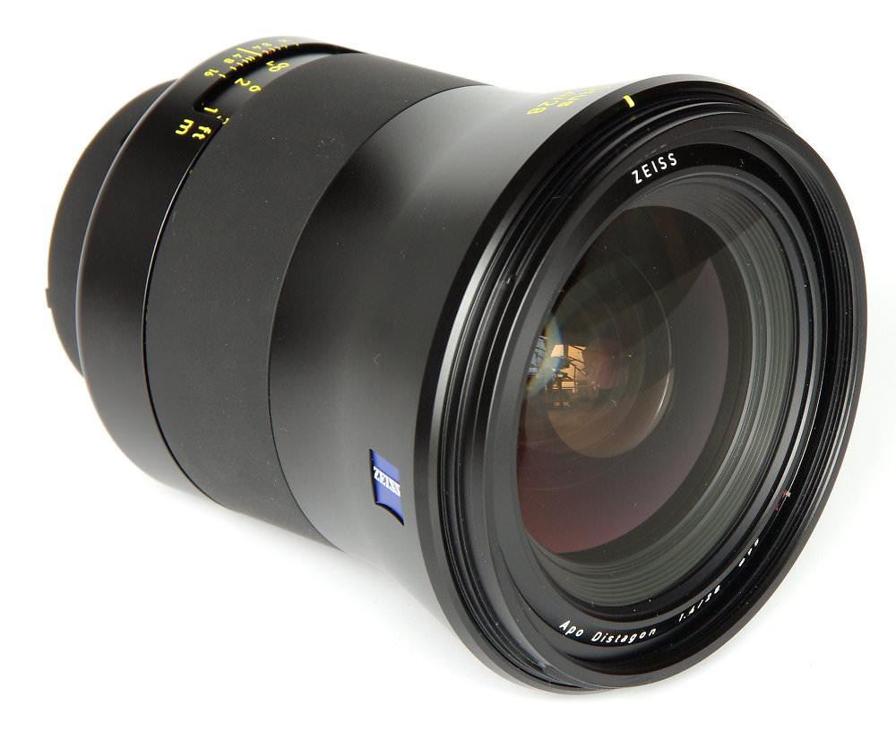 Zeiss Otus 28mm F1,4 Front Oblique View