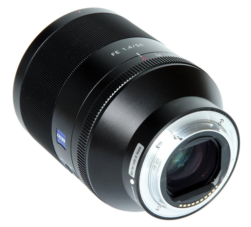 Sony 50mm F1,4 Za Rear Oblique View