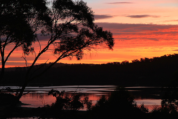 3-tasmania---sunset-at-nubeen.jpg