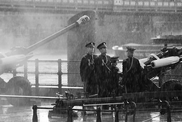 soldiers-in-the-rain--royal-salute-london.jpg