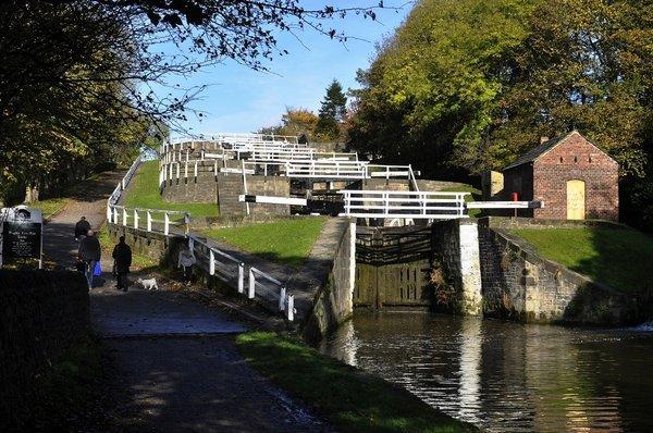 bingley-canal-walk-28101114.jpg