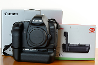 Selling : Canon 5d mk ii with BG-E6 battery gripCanon 5d mk ii with BG-E6 battery grip