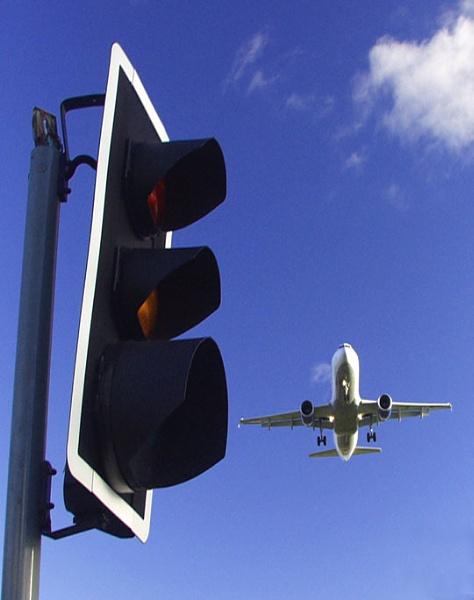 Inbound 737 for Heathrow 27L (Hatton Cross) by Ray Willmott
