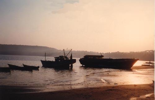 Fishing Boats at dawn by heidi