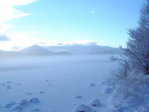 Frozen Loch by kelkiwi