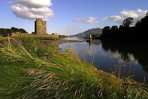 Narrow Water Castle by 220turbo