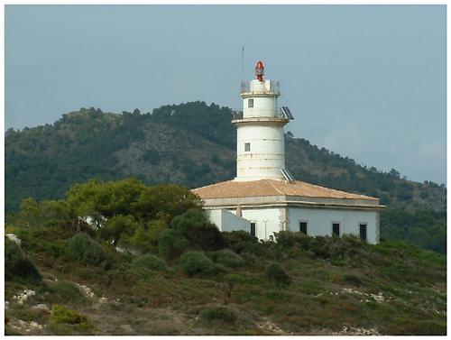 Lighthouse by hudster