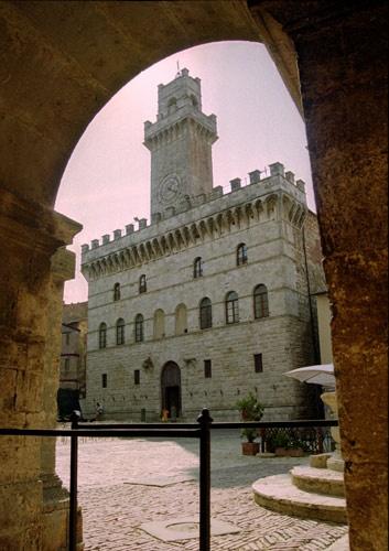 Palazzo Grande - Montepulciano by minoltaandy