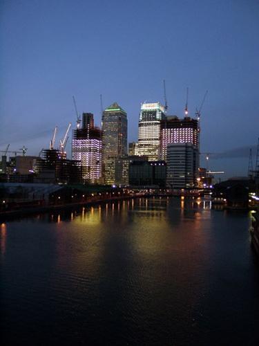 Canary Wharf at night by iansamuel