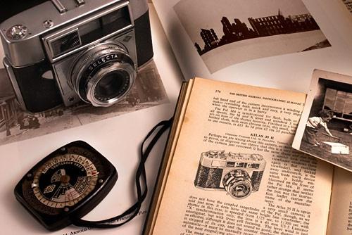 Grandad\'s old camera by davidc
