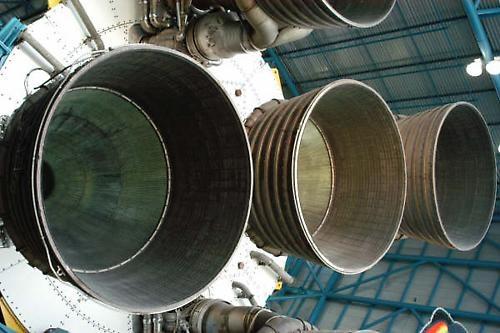 Saturn 5 by jonnie