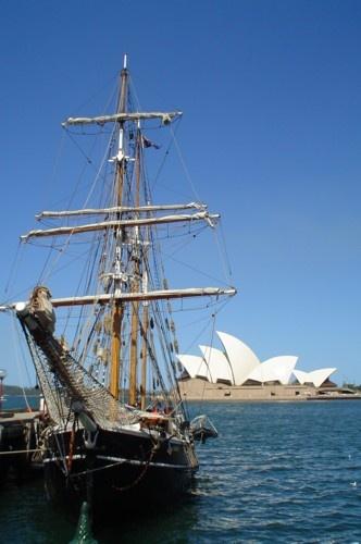 Sydney Opera House by roy2d2