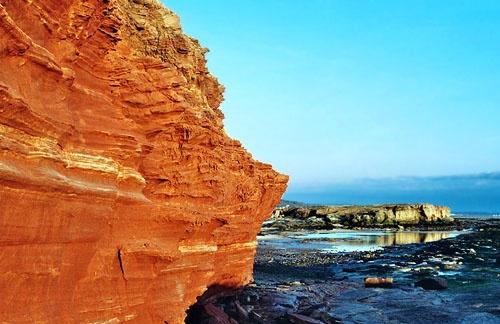 Sandstone Cliffs of Hilbre Island by ericfaragh