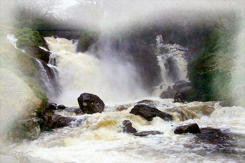 Inversnaid Falls by daviewat