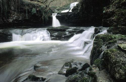 Afon Mellte by eos3