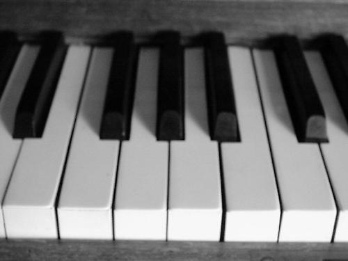Piano by iainpb