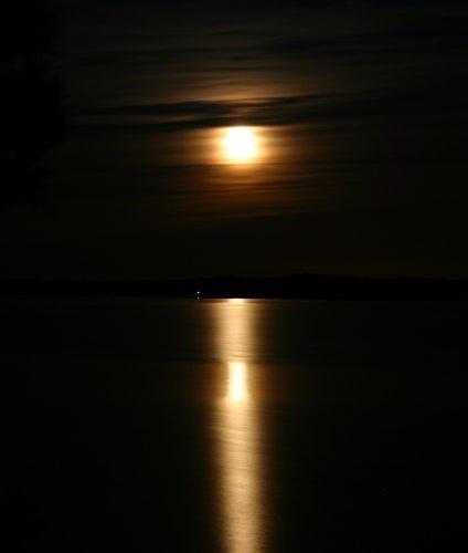Moon Stripes by lanttis