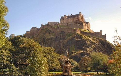 Edinburgh Castle by daviewat