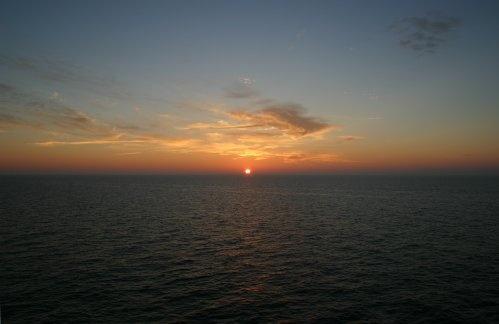 Sunset at Sea by lanttis