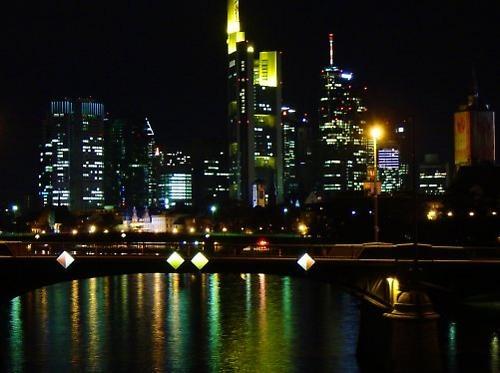 Frankfurt at night by keppy