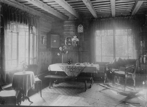Oldfashioned Living Room by suregork