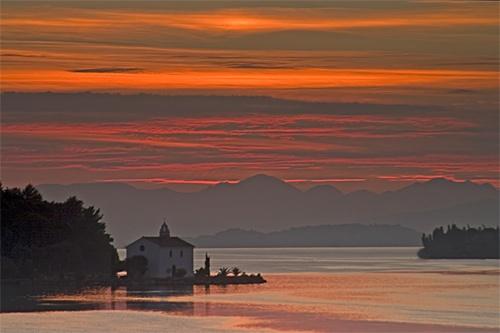 Sunrise on Govina Bay by billma