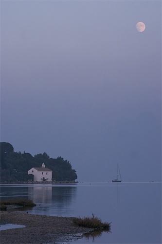 Moonrise on Govina Bay by billma