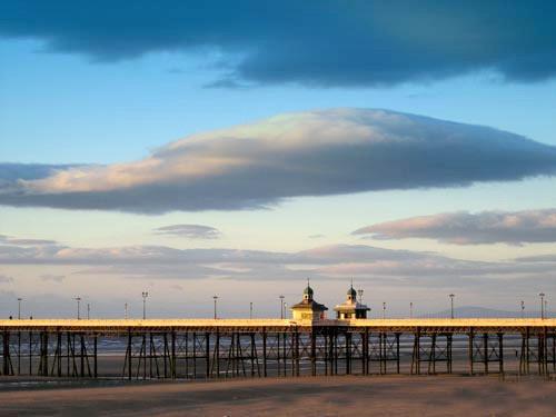 Blackpool North Pier by victorburnside