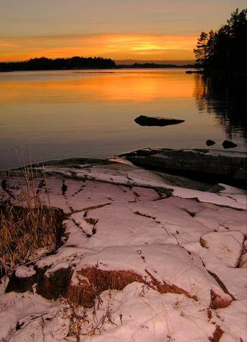 Snowy sunset by ojjo