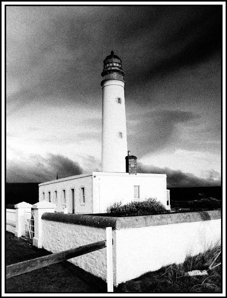 Barns Ness Lighthouse by Taff