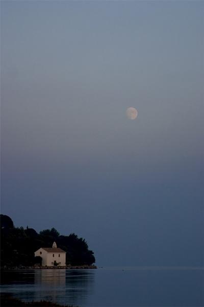 Moon over Govina Bay by gajj