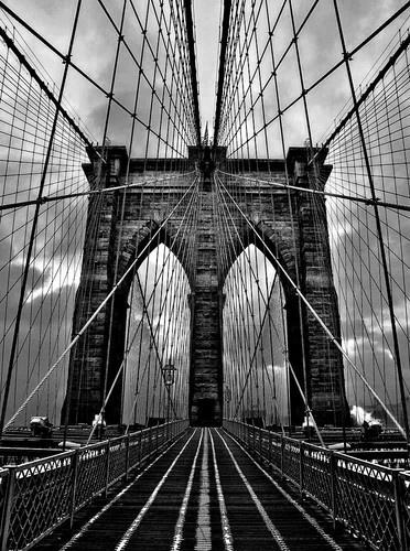 Brooklyn Bridge by discreetphoton