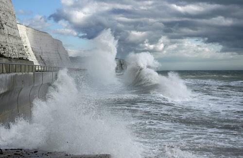 Crashing Waves by john ballance