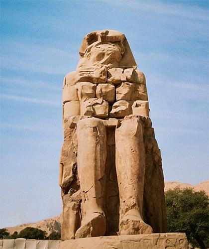 Colossi of Memnon by suregork
