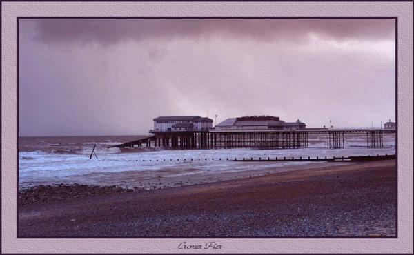 Cromer Pier by Jimbob