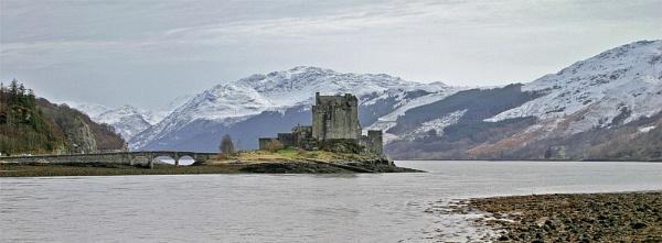 Eilean Donan Castle by podgod