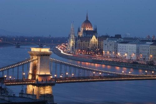 Budapest Dusk by abtayler