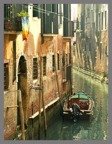 Venice backstreet by tonyvizard