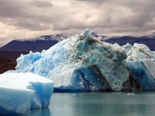 Iceberg - Lago Argentina Patagonia by the_lane