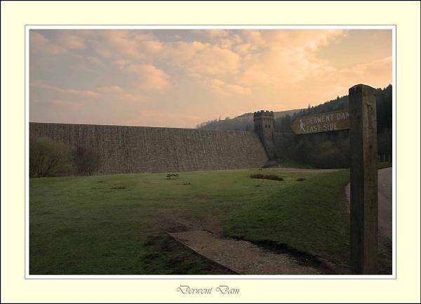 Derwent Dam by damianlinley