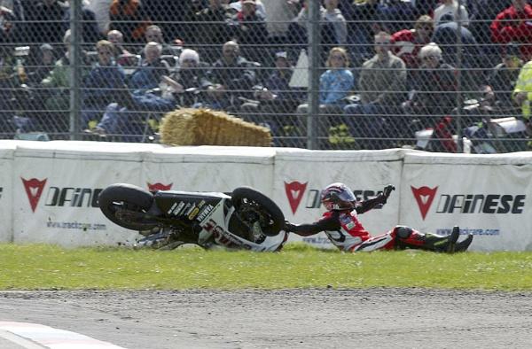Thruxton crash4 by Burgy_Tog