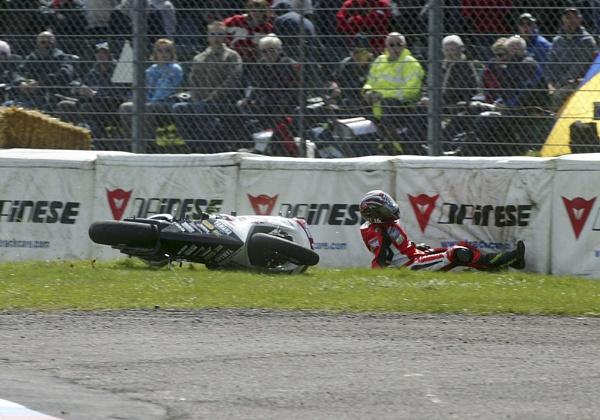 Thruxton crash5 by Burgy_Tog