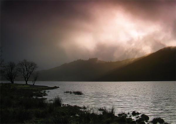 Llyn Cwellyn Storm by mrarth