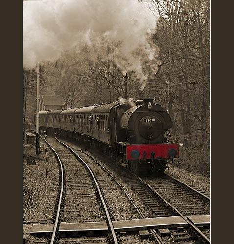Train Approaching by obz_uk