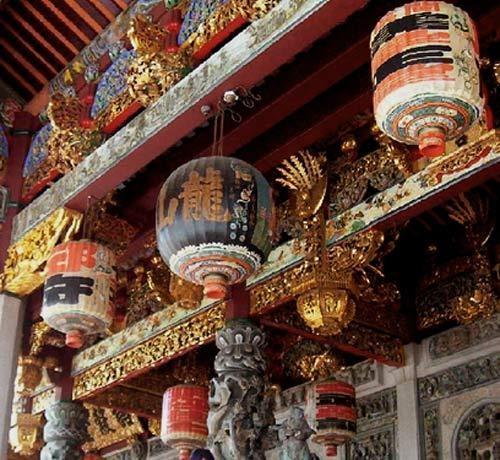Malaysia temple by adrianj