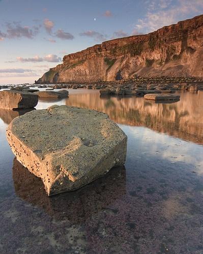 Saltwick Bay by SonyJohnnie