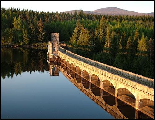 Laggan Dam by ross_hamill
