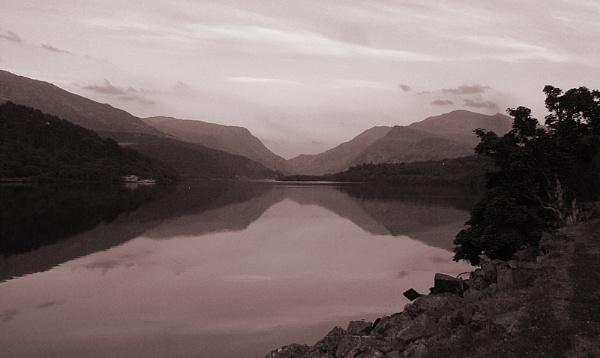 Llyn Padarn by GingerBadger